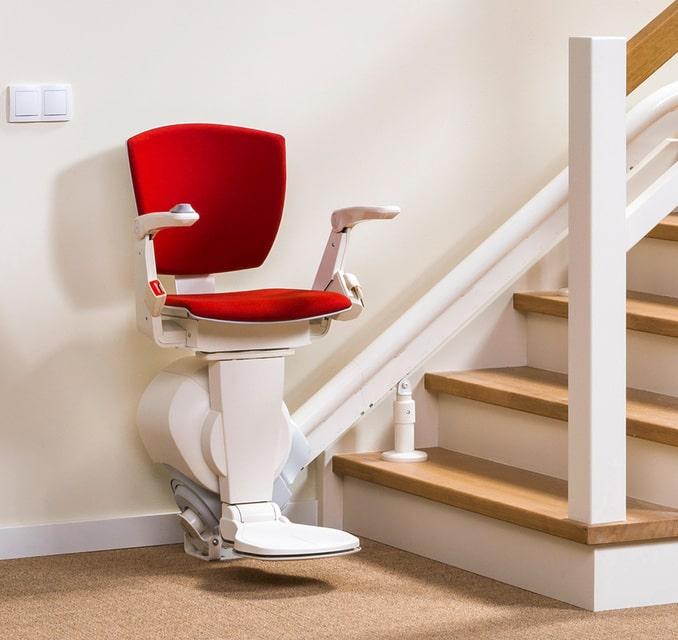 Découvrez tous les avantages d'un monte-escalier pour vos proches